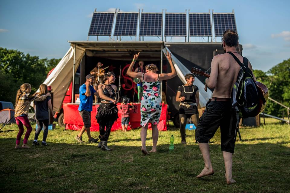 Solar travelling stage show