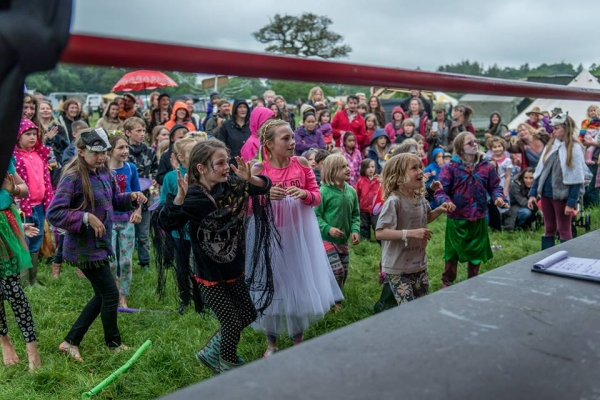Audience, children watching show © 2017 Jean Cullen