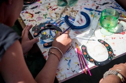 Barge painting horseshoes
